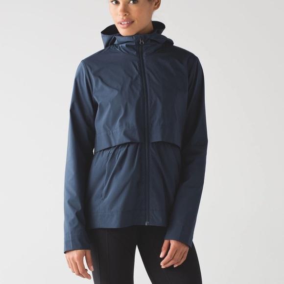 Lululemon size 8 navy jacket